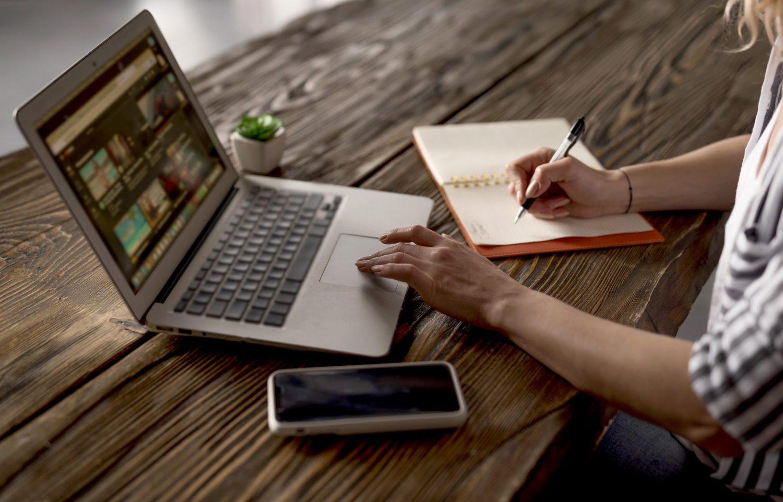 Laptop do pracy biurowej – jaki wybrać?